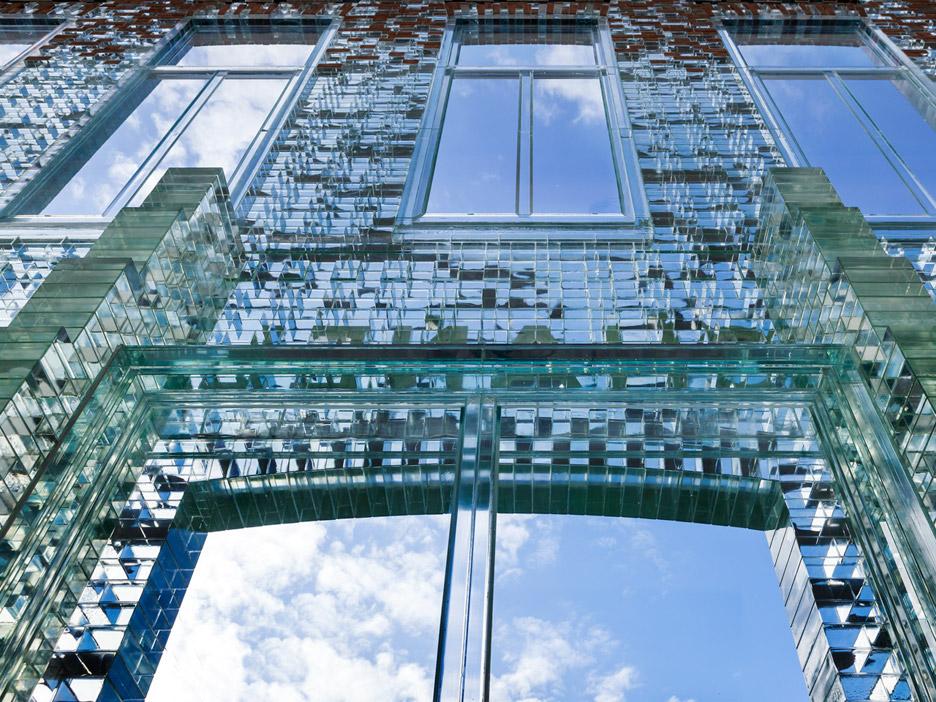 crystal-houses-chanel-store-amsterdam-glass-bricks-mvrdv