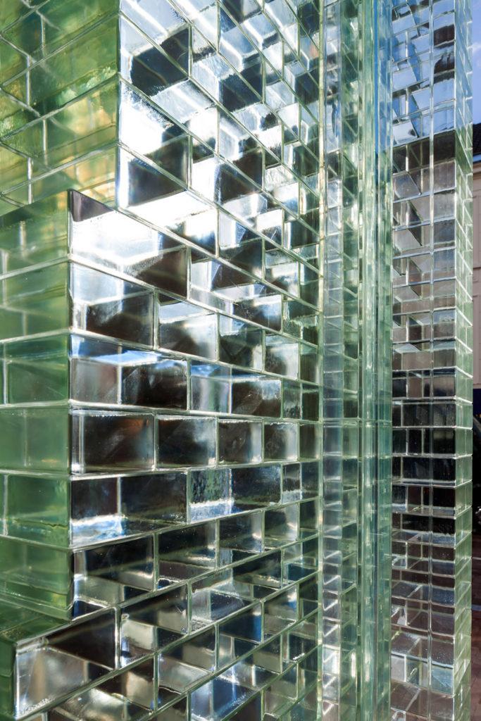 crystal-houses-chanel-store-amsterdam-glass-bricks-mvrdv_