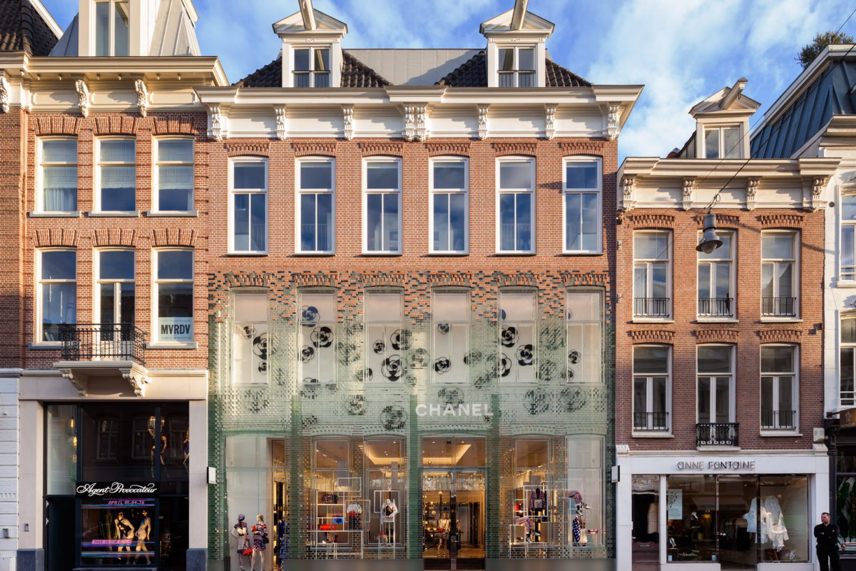 crystal-houses-chanel-store-amsterdam-glass-bricks